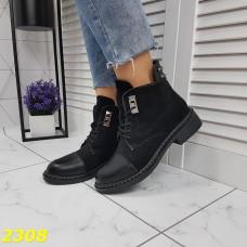 Ботинки деми на низком каблуке на шнуровке