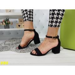 Босоножки на толстом низком каблуке классика с тонкой лямочкой черные