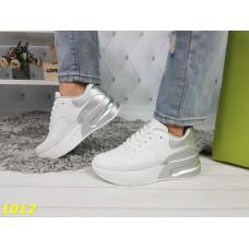 Белые кроссовки макквин с серебром