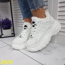 Зимние кроссовки на высокой платформе белые