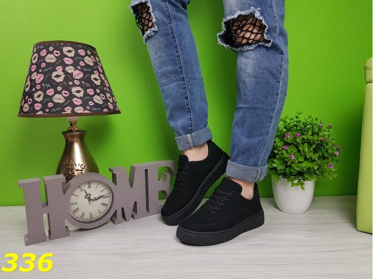 Кроссовки черные на рифленой платформе