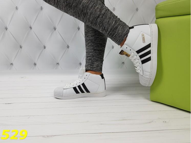 Кроссовки суперстар белые с брендовыми значками