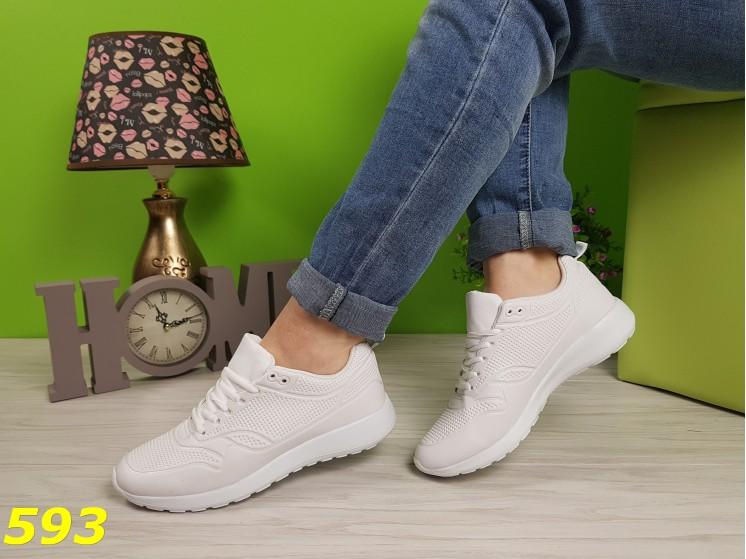 Кроссовки белые практичные прорезинены