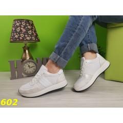 Белые кроссовки с посеребрением