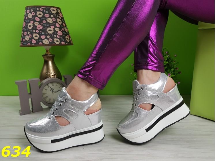 Сникерсы кроссовки на платформе с танкеткой летние открытая пятка серебро