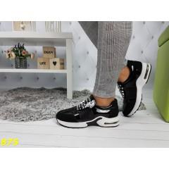 Кроссовки с шипами на массивной подошве
