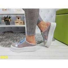 Открытые летние кроссовки кеды с сеткой дышащие на высокой платформе серебро