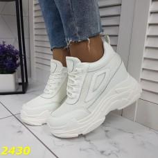 Сникерсы кроссовки на танкетке с платформой белые