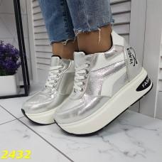 Сникерсы кроссовки на танкетке с платформой серебро