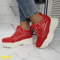 Сникерсы кроссовки на танкетке с платформой красные