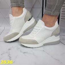 Сникерсы кроссовки на платформе с танкеткой белые с серым