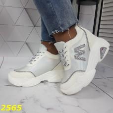 Сникерсы кроссовки на высокой платформе с танкеткой белые с серебром