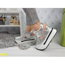 Сникерсы кроссовки на платформе с танкеткой с открытой пяткой серебро