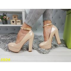Туфли бежевые с застежкой на толстом широком каблуке