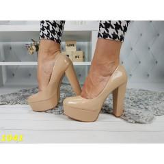 Туфли бежевые на толстом широком каблуке
