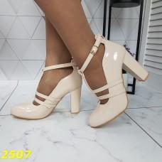 Туфли бежевые на широком каблуке с ремешком застежкой