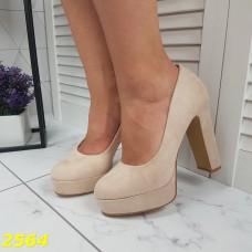 Туфли замшевые на широком каблуке с платформой бежевые