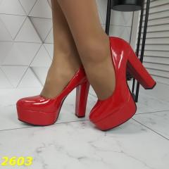 Туфли на широком толстом каблуке и платформе красные