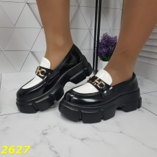 Лоферы туфли на платформе тракторной подошве черно-белые