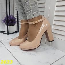 Туфли бежевые с ремешком застежкой на красной подошве