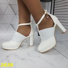 Туфли деми белые с резинкой на платформе и широком каблуке