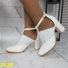 Туфли деми белые с резинкой на устойчивом каблуке