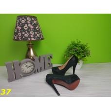 Туфли черные с красной подошвой