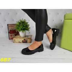 Туфли лоферы на тракторной платформе черные с носочком в голографических блестках