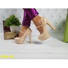 Туфли бежевые на толстом каблуке с застежкой